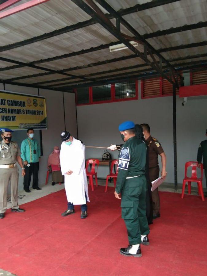 Gegara Game Higs Domino atau Judi Online, Dua Warga Aceh Tengah Kena Hukum Cambuk